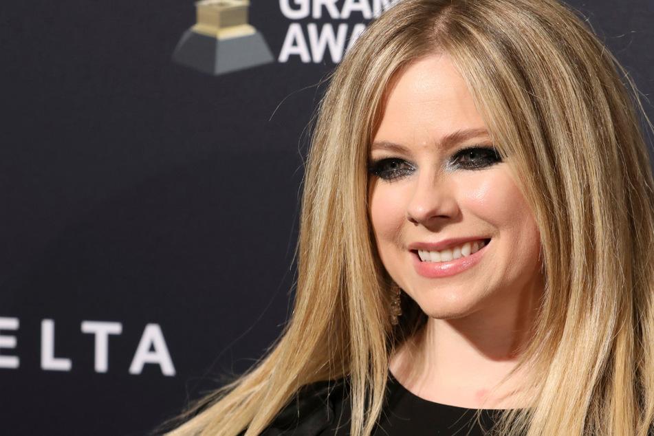 Avril Lavigne endlich auch bei TikTok: Fans vom ersten Video total begeistert!