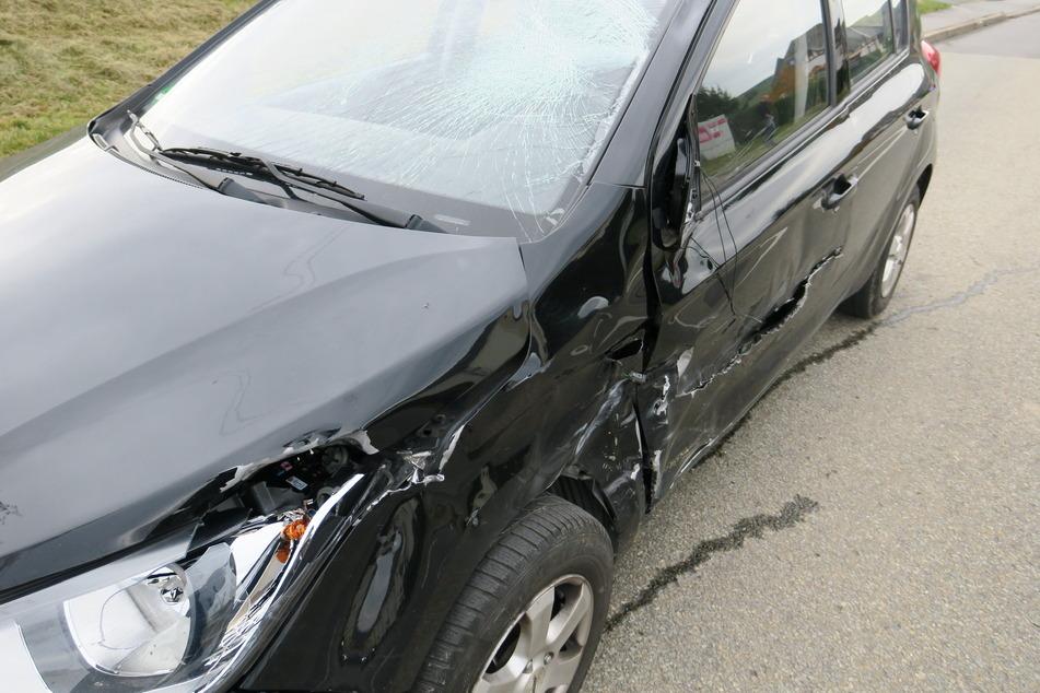 Der Simson-Fahrer knallte mit zwei Autos zusammen.