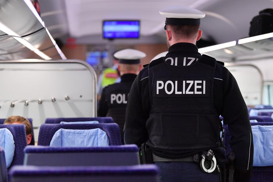 Mann (25) stach offenbar wahllos in Bahn zu: 16-Jähriger schwebte in Lebensgefahr