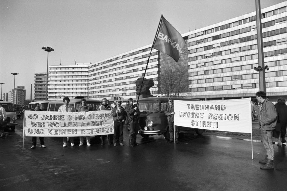 Die Treuhand hat die Volkseigenen Betriebe der DDR nach der Wende in die Soziale Marktwirtschaft überführt.