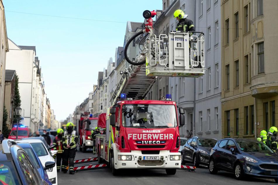 In der Gießerstraße brannte in einem leer stehenden Mehrfamilienhaus an mehreren Stellen Müll.