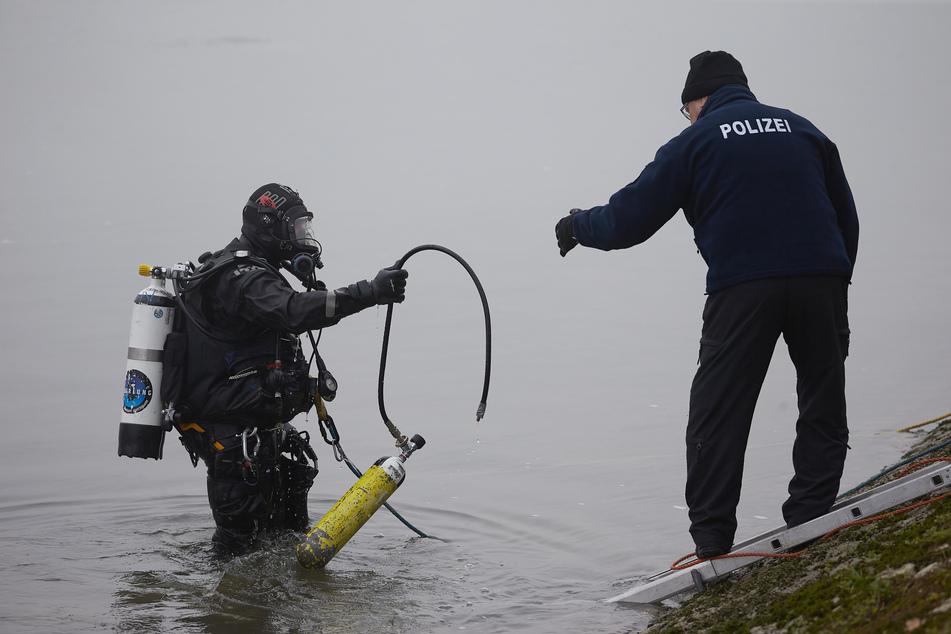 Polizeitaucher machen ungewöhnliche Entdeckung im Hafen