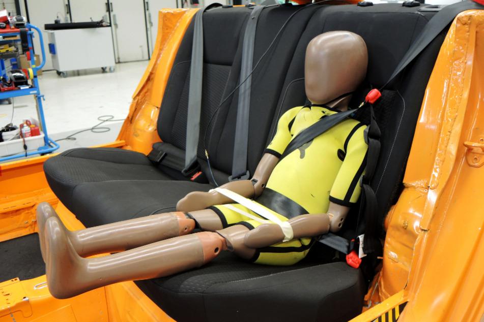 Lebensgefährlich! Kindersitz-Alternative mit schockierendem Testergebnis