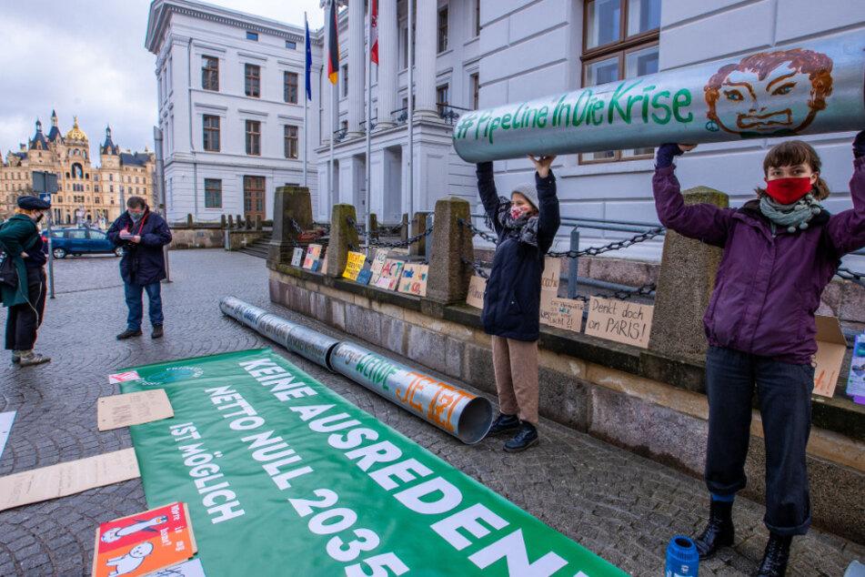 Umweltschützer protestieren gegen Ostsee-Pipeline Nord Stream 2