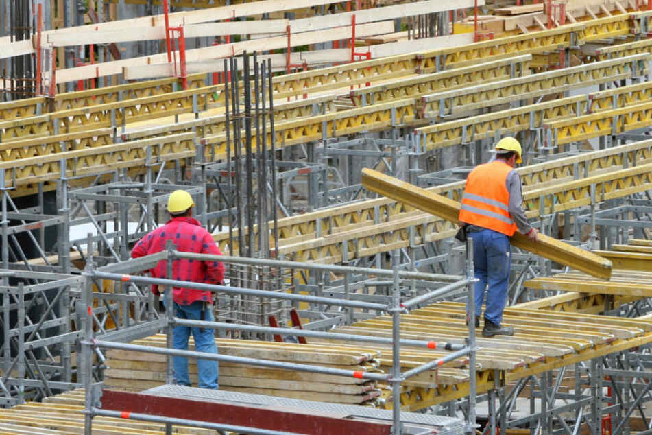 Bauarbeiter in Schutzunterkunft untergebracht. (Symbolbild)