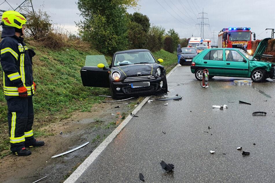 Zwei Menschen nach schlimmem Frontal-Crash verletzt