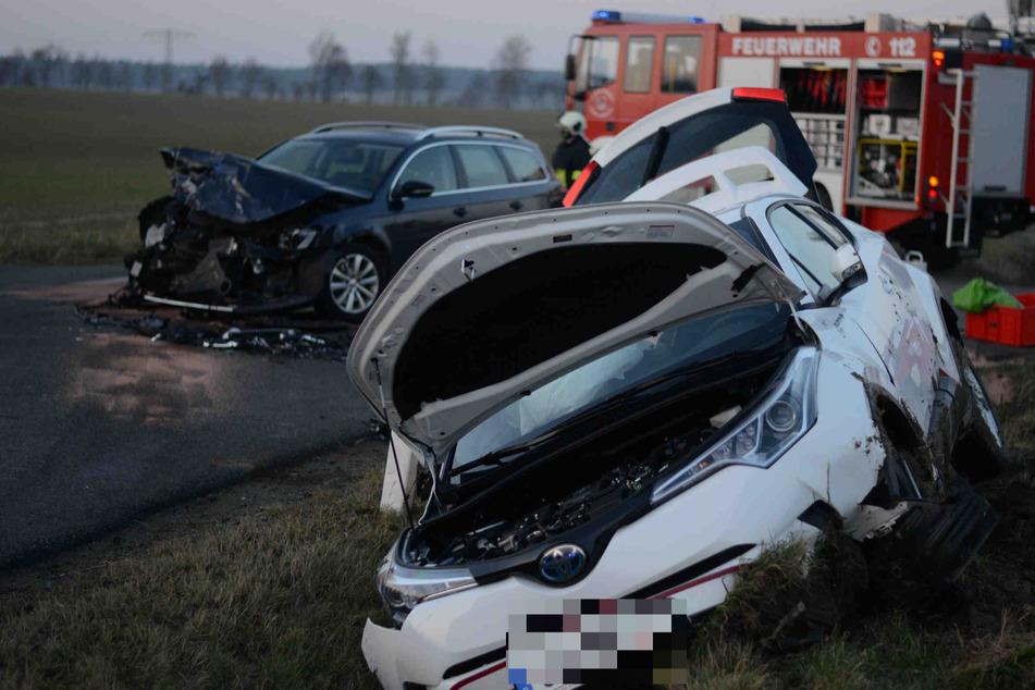 Bei dem Zusammenstoß trugen beide Autos erhebliche Schäden davon.