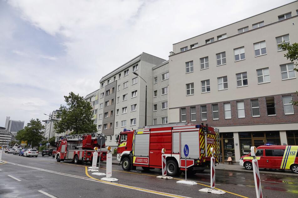 Chemnitz: Brandstiftung? Schon wieder Feuer in diesem Wohnblock in Chemnitz