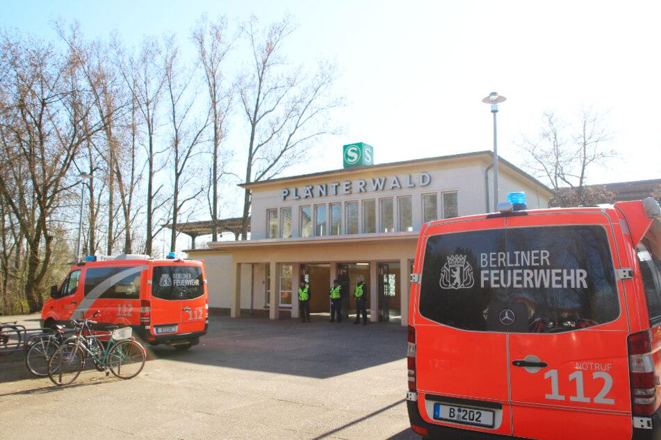 Der S-Bahnverkehr wurde daraufhin eingestellt.