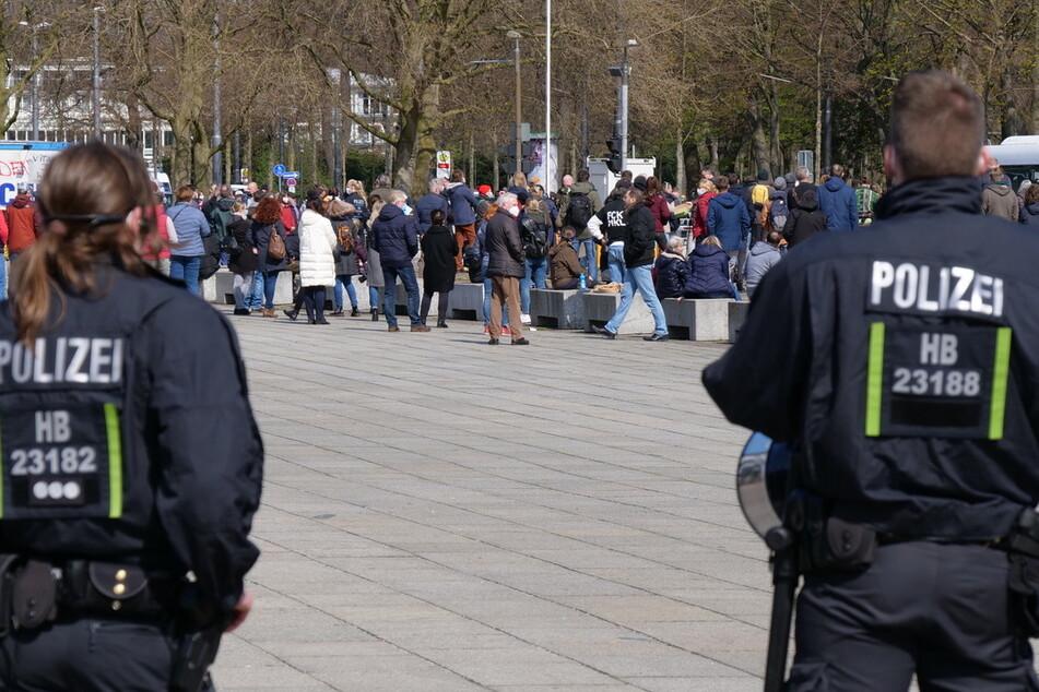 Die Polizei im Einsatz. Bei der Demonstration gegen die Corona-Maßnahmen haben Beamte mehrere Verstöße geahndet.