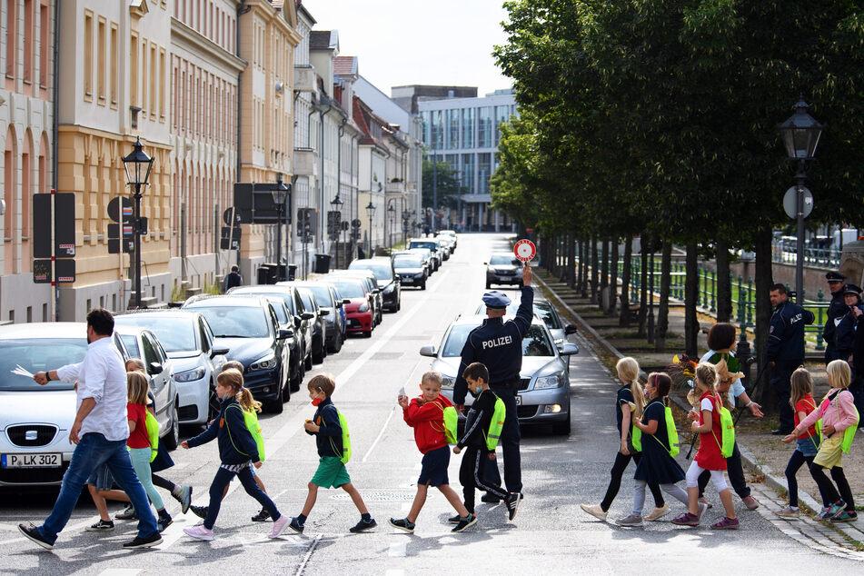 Am Mittwoch starten die Schüler in NRW ins neue Schuljahr: In der Politik sind noch nicht alle Streitpunkte geklärt. (Symbolbild)
