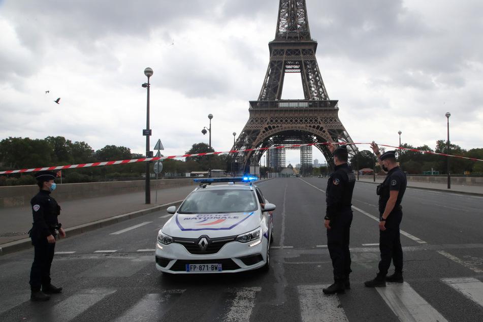 Nach Bombendrohung: Eiffelturm in Paris evakuiert