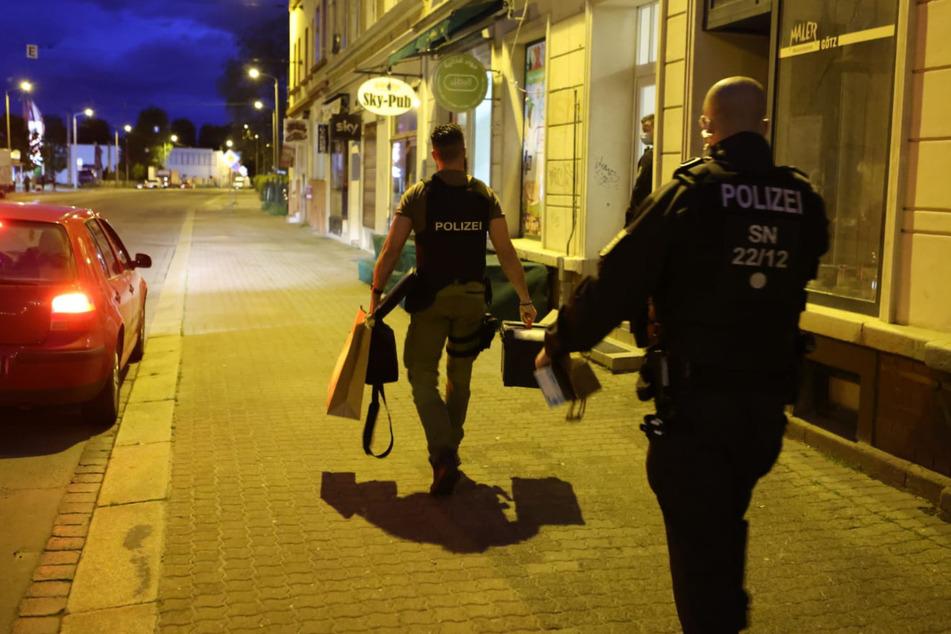 Nach der Auseinandersetzung in der Eisenbahnstraße zog die Polizei für eine Festnahme in die Riesaer Straße weiter.