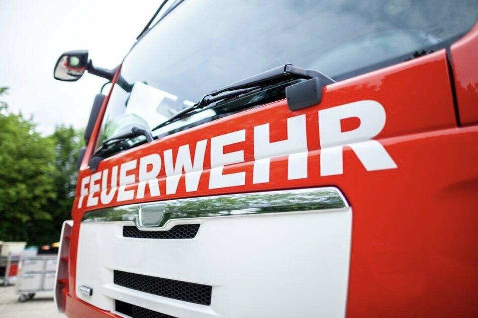 München: Feuerwehr rückt zu Kellerbrand unter Pizzeria aus