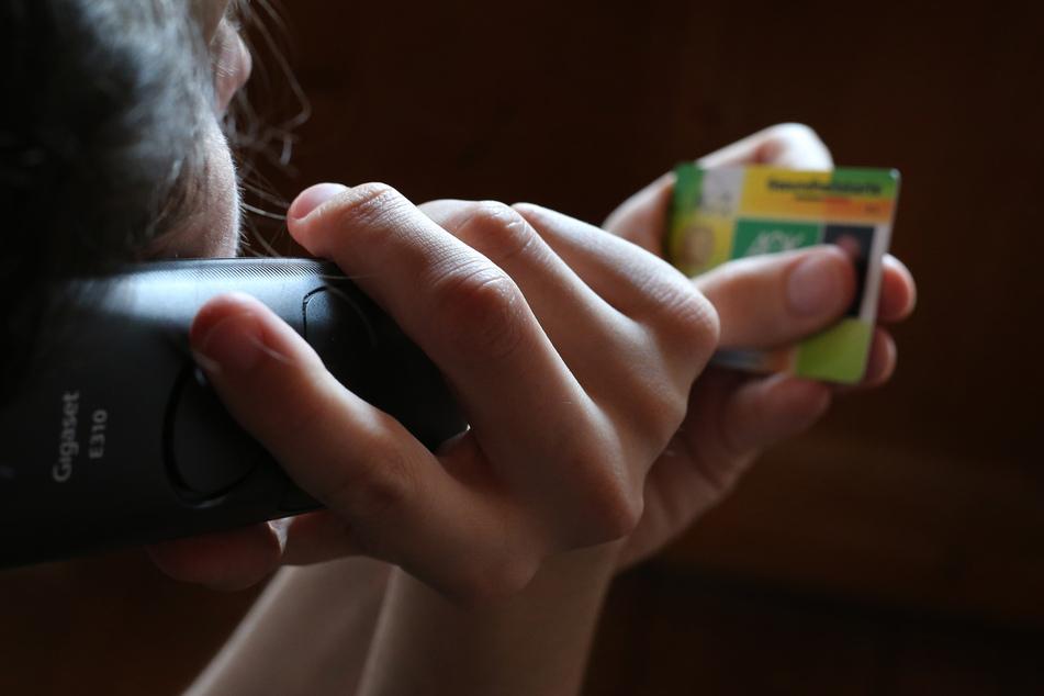 Die Menschen in Deutschland dürfen sich bei leichten Atemwegserkrankungen nun zwei Wochen am Telefon krankschreiben lassen. In der Corona-Krise bestand die Möglichkeit bereits für sieben Tage.