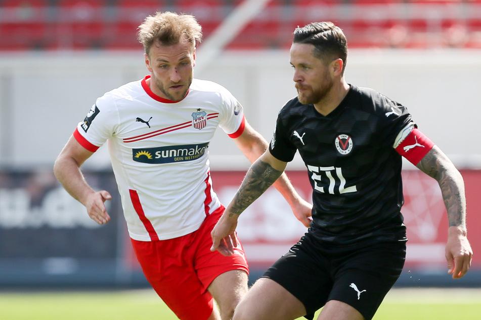 Mike Wunderlich (35, rechts) wechselt von Viktoria Köln nach Kaiserslautern. Er bleibt in der 3. Liga und trifft damit auch in der kommenden Spielzeit auf den FSV Zwickau und Mike Könnecke (links).
