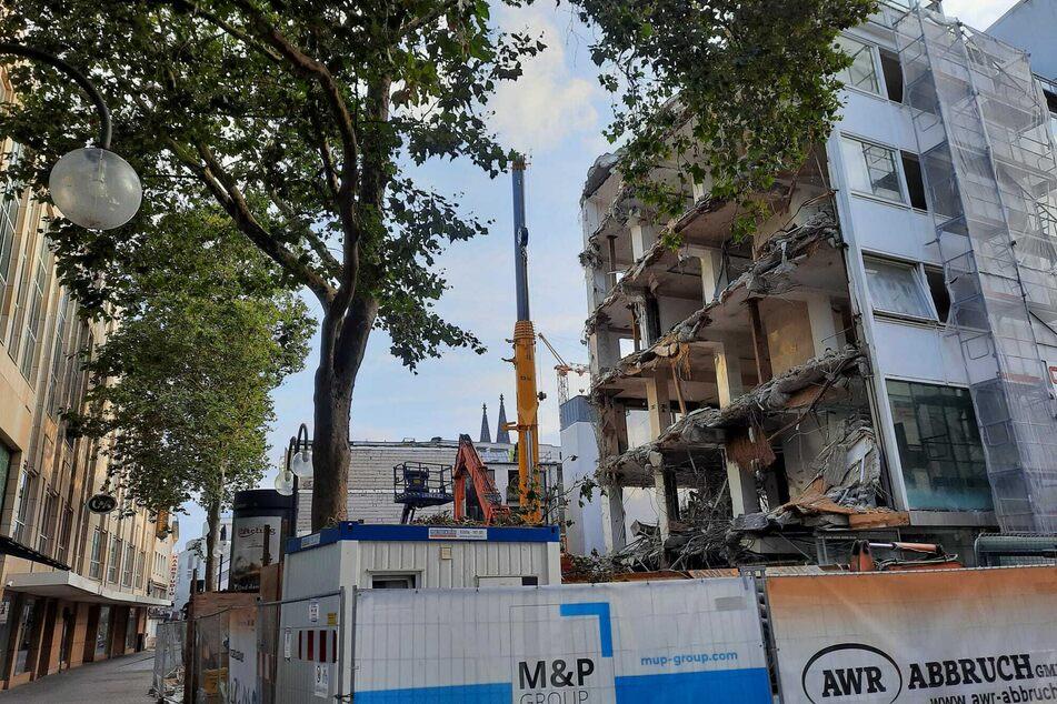Das abgerissene Geschäftsgebäude an der Schildergasse 45 in Köln wird durch einen einheitlichen Neubau ersetzt.
