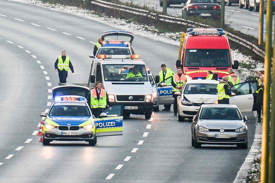 Bei dem Unfall rauschten drei Autos ineinander.