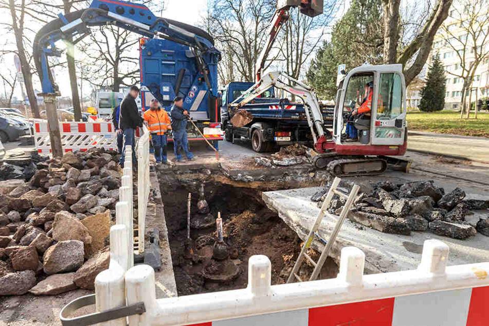 Die Gewandhausstraße ist seit Donnerstag dicht. Erneut gibt es Probleme mit dem Zwickauer Trinkwassersystem.