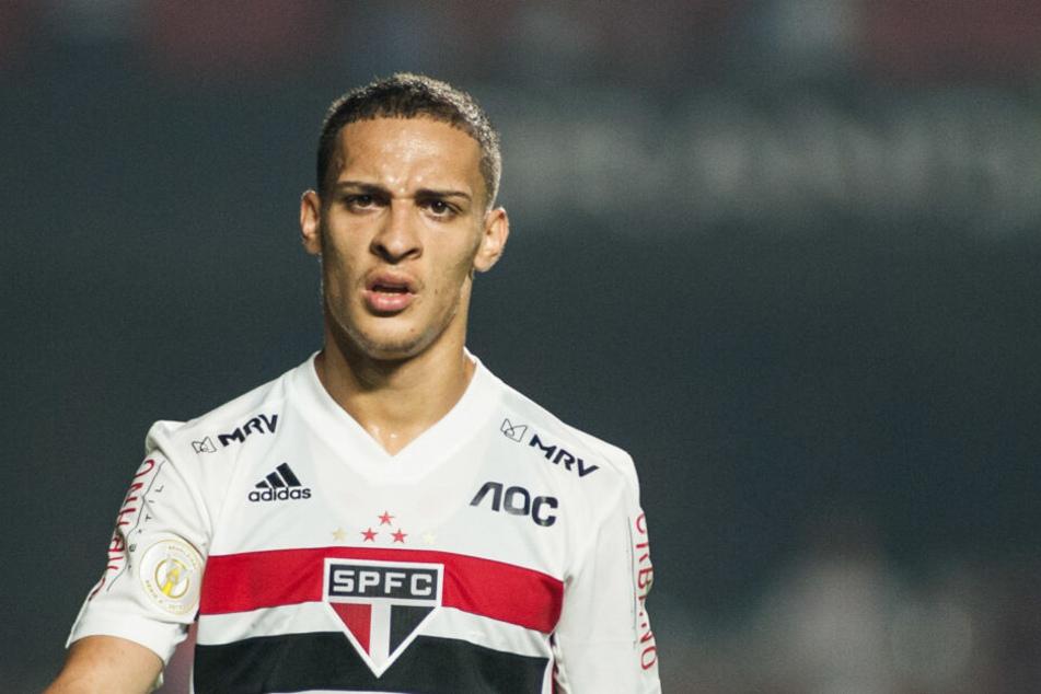 Mit einem Marktwert von etwa 20 Millionen Euro ist der Flügelstürmer der mit Abstand wertvollste Spieler im Team des finanziell angeschlagenen FC Sao Paulo.