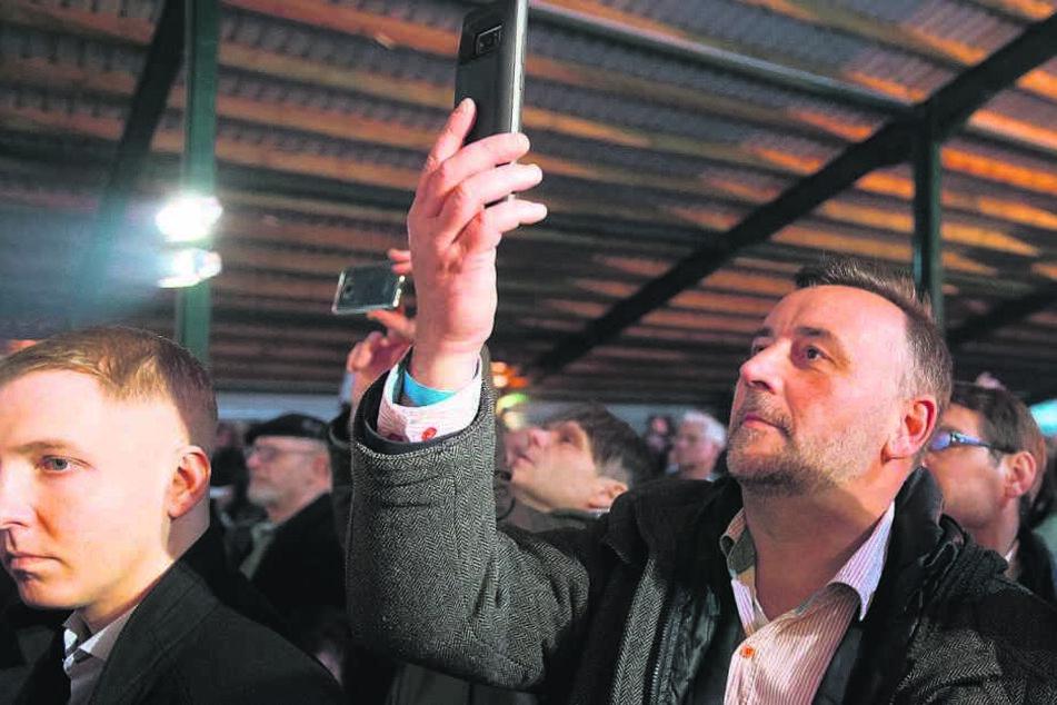 Auch Lutz Bachmann (46) feierte damals zusammen mit AfD und Poggenburg.