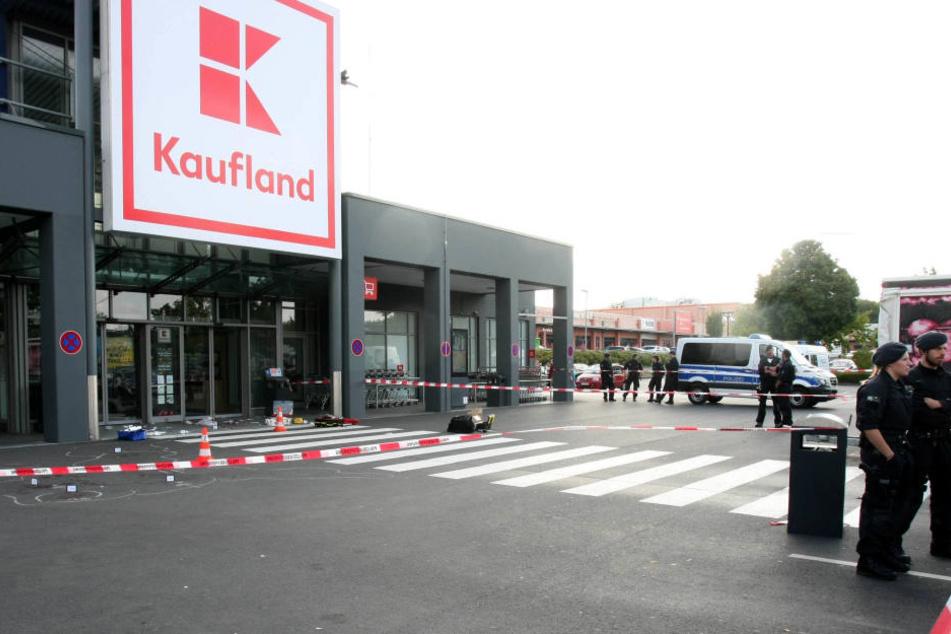 Vor einem Supermarkt in Kerpen geschah der blutige Angriff.