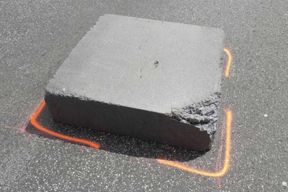 Die Polizei Berlin veröffentlichte das Foto des Unfallverursachers und bittet um Hinweise, wo dieser Block herkam.