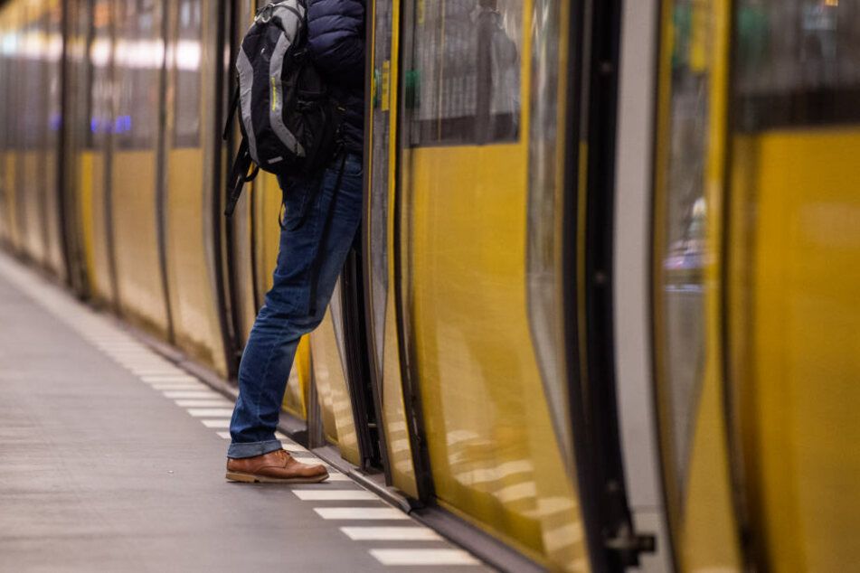 Seit Freitag dürfen Obdachlose offiziell in den U-Bahnhöfen Lichtenberg und Moritzplatz übernachten (Symbolbild).