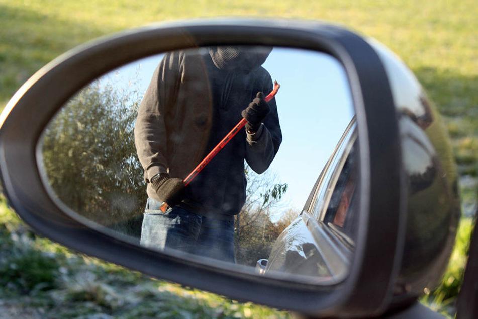 Führerscheinloser Autodieb mit verbotenen Feuerwerkskörpern gestellt