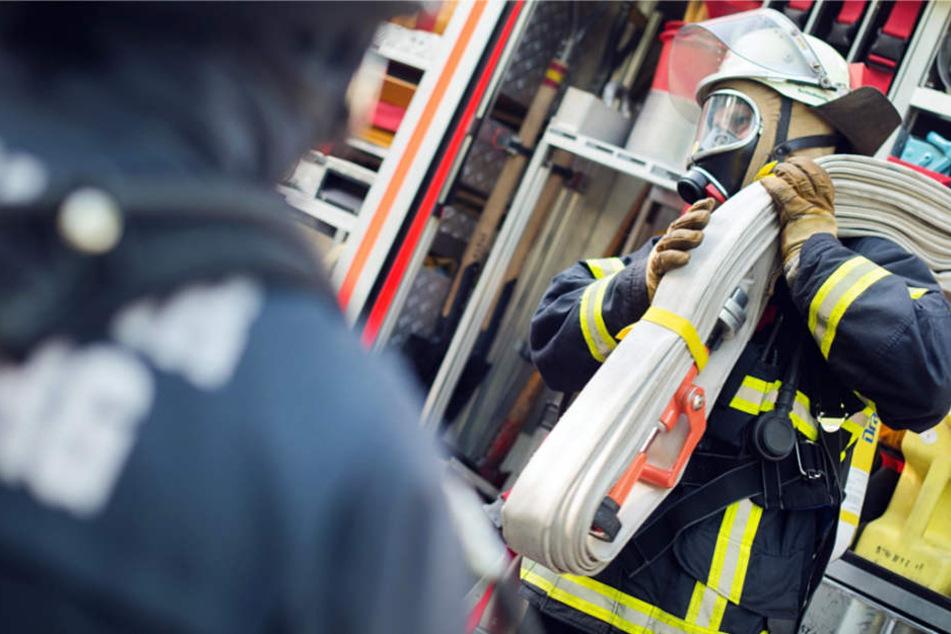 Die Feuerwehr rückte mit 18 Einsatzkräften und vier Fahrzeugen aus (Symbolbild).