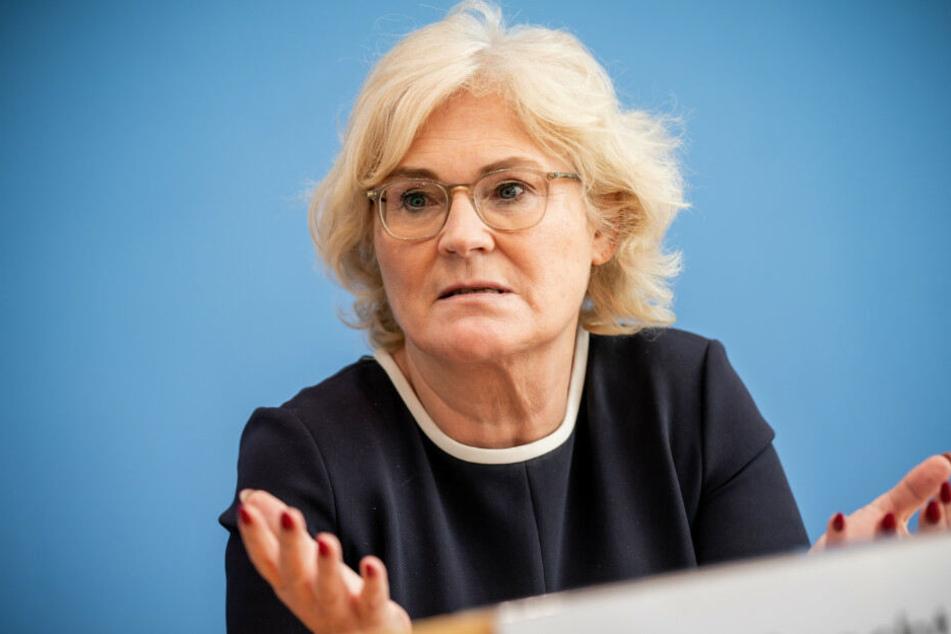 Zahlreiche Opfer hatten sich an Bundesjustizministerin Christine Lambrecht gewandt.