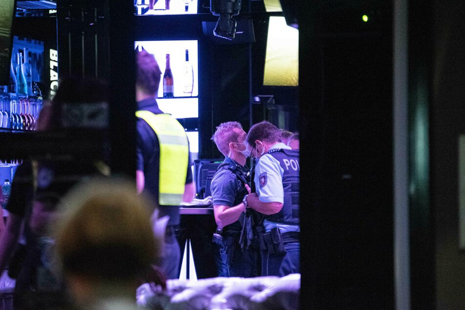 Polizei, Zoll und Ordnungsdienst der Stadt Köln schlossen am Wochenende insgesamt sieben Shisha-Bars.