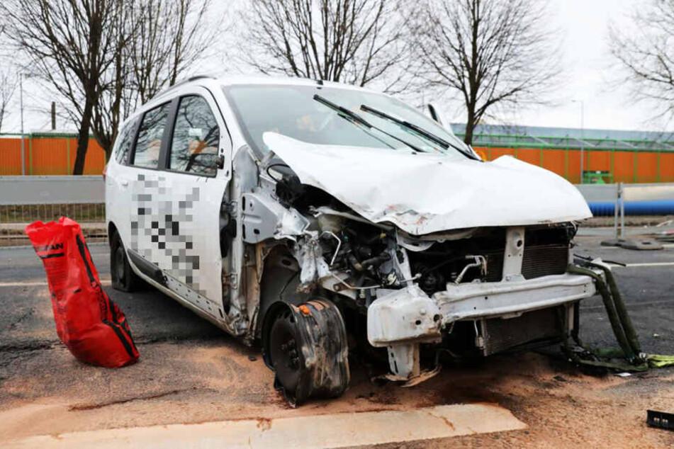 Das Fahrzeug nahm erheblichen Schaden.