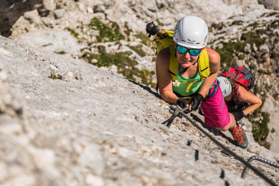 Eine 27-jährige Deutsche rettet ihrem Begleiter in den Alpen das Leben. (Symbolbild)