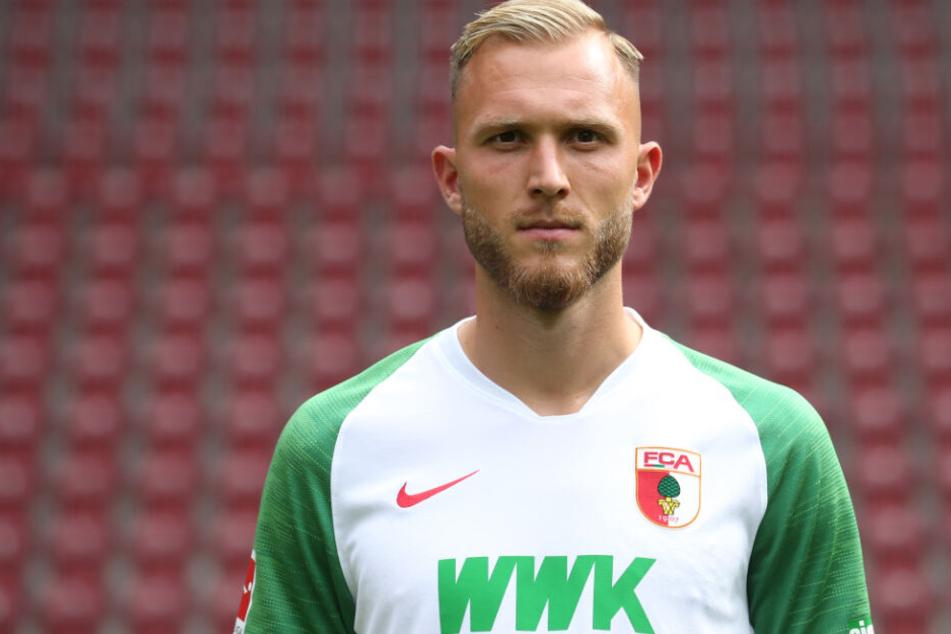 Tim Rieder vom FC Augsburg soll dem TSV 1860 München helfen, wichtige Punkte zu sammeln.