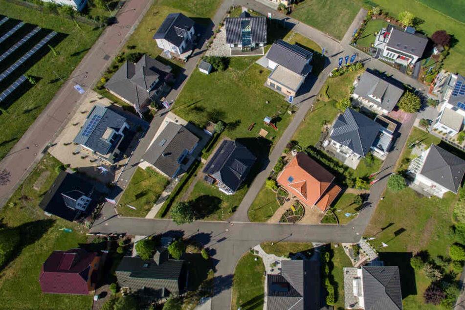 Stein auf Stein... nicht ganz! Musterhäuser im Schkeuditzer Ortsteil Dölzig.