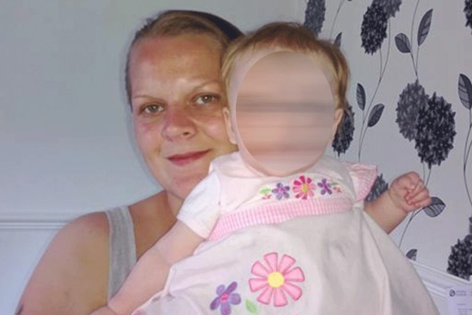 Kelly Sibbick mit ihrer Tochter Evie.
