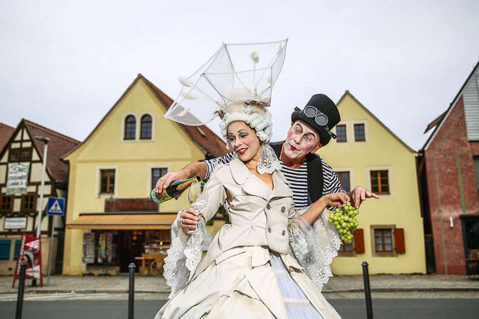 """Dorothea Wagner (34) und Wolf-Dieter Gööck (64) von der Serkowitzer Volksoper führen zum Fest """"Präludium und Unfug"""" auf."""