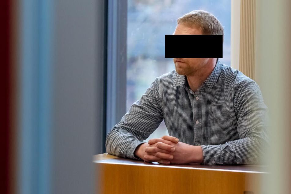 Marko H. (36) hatte sich wegen Verwendung von Kennzeichen verfassungswidriger Organisationen vor dem Chemnitzer Amtsgericht zu verantworten.