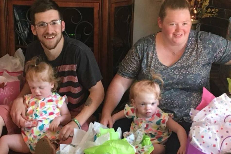 Heather und Riley mit ihren Zwillingen: Heute geht es den Mädchen besser.