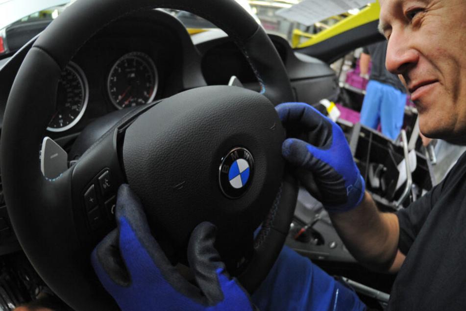 Wegen fehlerhafter Airbags werden mehrere Modelle zurückgerufen. (Archivbild)