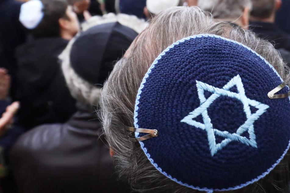 """Als """"Scheiß Juden"""" beleidigt und von Frau bespuckt: Antisemitischer Übergriff auf offener Straße"""