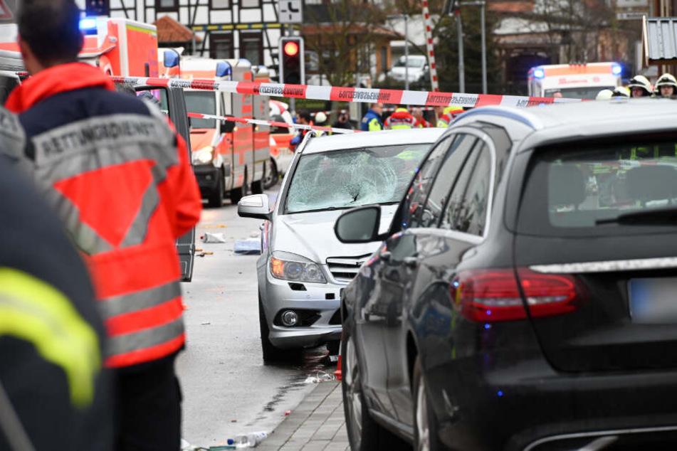 Autofahrer rast absichtlich in Rosenmontagszug: Zweite Festnahme!