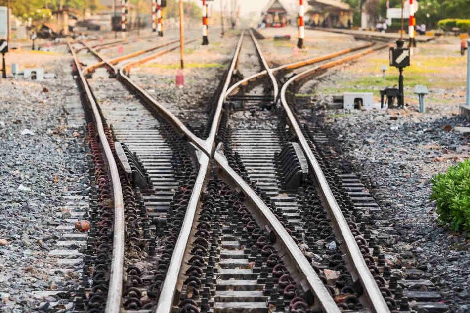 Der Tote wurde auf einer Güterzugstrecke in Opladen gefunden (Symbolbild).