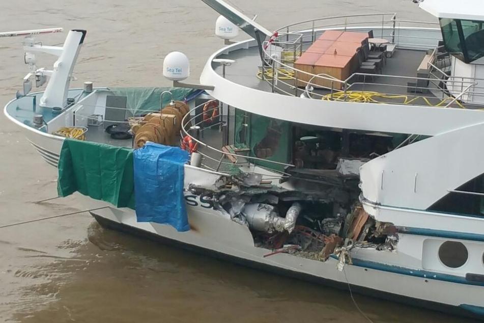 Das Schiff wurde bei dem Unfall bei Nimwegen erheblich beschädigt.
