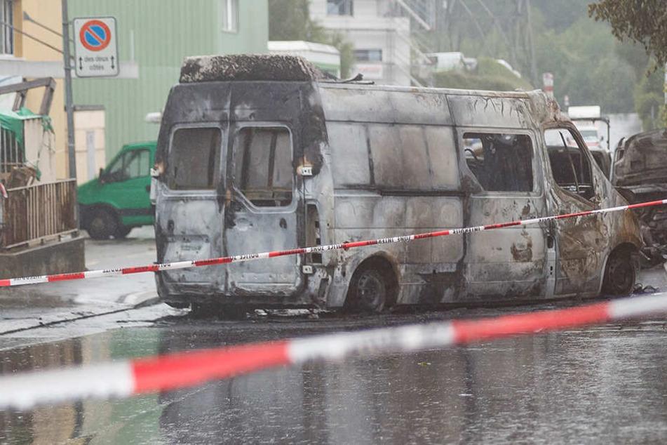 Brutaler Raub in Industriegebiet: Geldtransporter überfallen und in Brand gesteckt