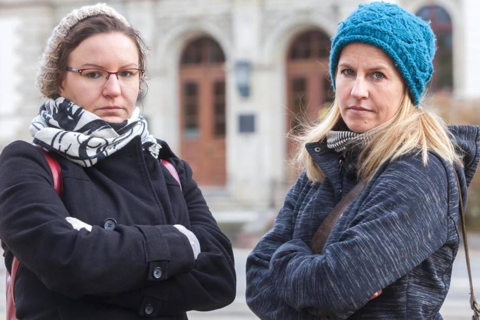 Kein Verständnis für Wissenschaftsministerin Stange: Katharina Loch (28) vom  Fachschaftsrat der betroffenen TU-Einrichtung mit Mitstudentin Katrin Klenner.