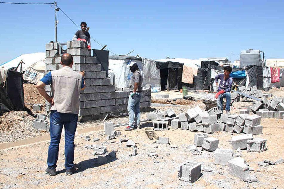 Der Dresdner Verein arche noVa hilft im Norden des Iraks beim Bau von Sanitäranlagen für Flüchtlinge.