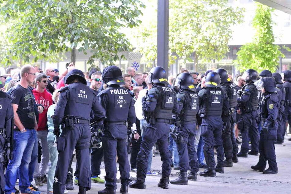Die Polizei versuchte, die Demonstrationen unter Kontrolle zu halten.