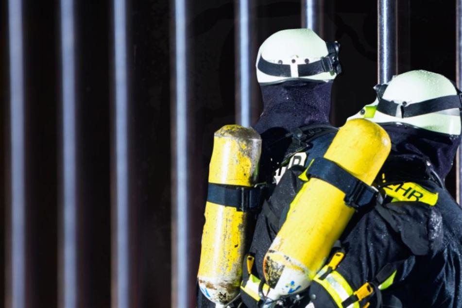 Die Feuerwehr löschte den Brand in einer Gefängniszelle (Symbolbild).